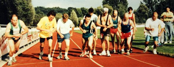 Vereinsmeisterschaften 1997 in Zusmarshausen. Links Rainer Hintschich und Markus Sailer.  4. von rechts: Franz Herzgsell