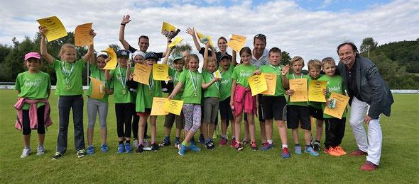 Das Siegerteam U10 freut sich über den Kreismeistertitel der Kinderleichtathletik