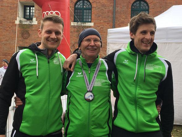 Sie waren mit ihrem Tag bei den Deutschen Crosslaufmeisterschaften zufrieden: Felix Luckner, Silbermedaillengewinner Franz Herzgsell und Simon Scherer.
