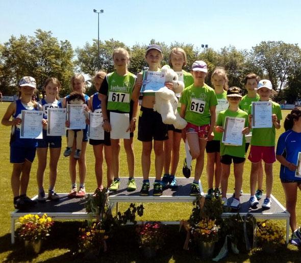 Die erfolgreichen 4x50m Staffel bei der Siegererhung.