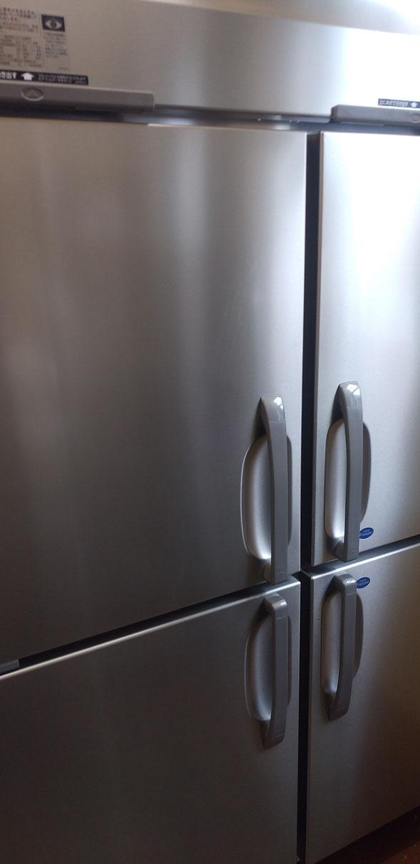 冷凍冷蔵庫。。。