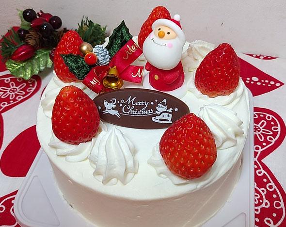 一番人気は生イチゴケーキです。