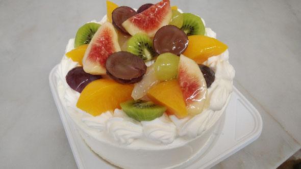 お誕生日ケーキはご予約限定です。