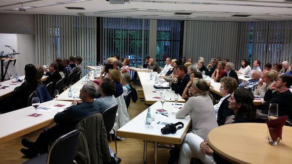 Vortrag zum Thema Patientenverfügung, Vollmachten und Vorsorge der Firma Wirtschaftsimpuls GmbH in der Filderhalle Leinfelden-Echterdingen