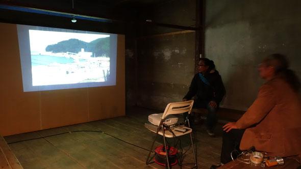 迎え火プロジェクトを記録した「ONAGAWA CAMP」(泉山朗土/対話工房)の映像展示