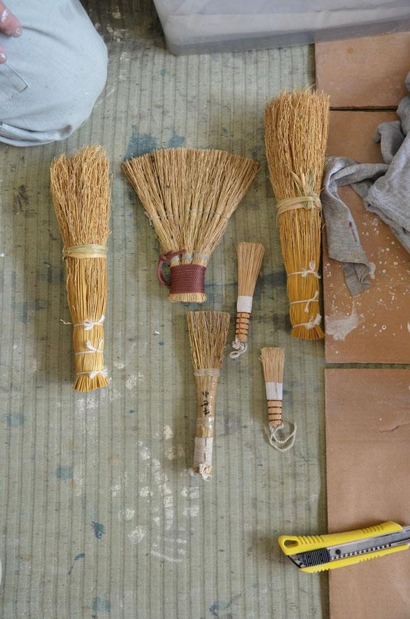 石灰を塗るための自作のハケ