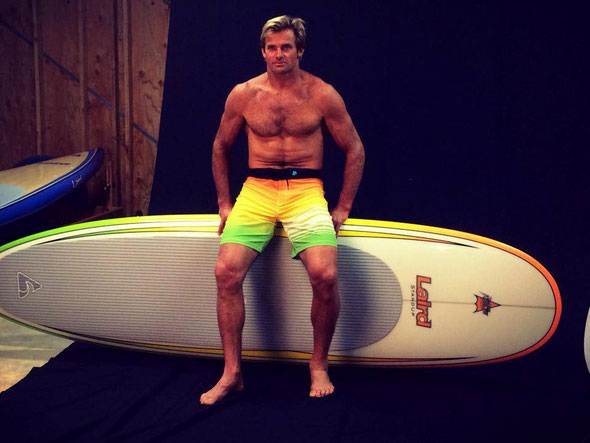 Laird Hamilton avec une Surfer Clear Epoxy  couleur Orange-Yellow-Lime (OYL)