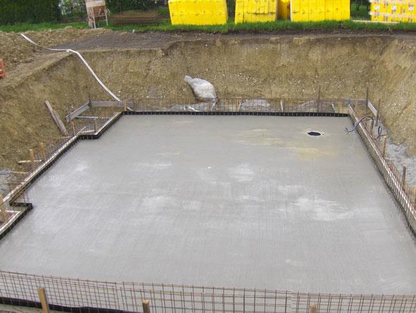 nach dem betonieren der wasserundurchlässigen Bodenplatten