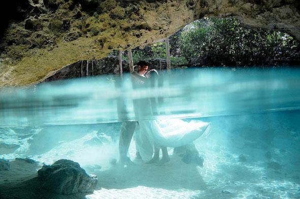 Unvergessliche Hochzeitsfotos in einer mexikanischen Cenote (Danke an den Fotograf: Diego Munoz, Mexiko)
