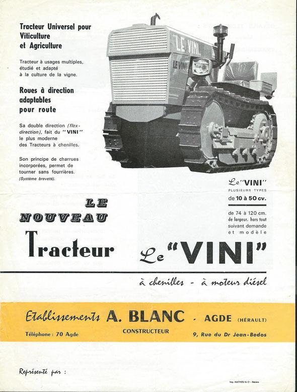 """Feuillet publicitaire des années 60 pour le tracteur Le Vini produit par les """"Etablissements Antoine Blanc"""" à Agde (34)."""