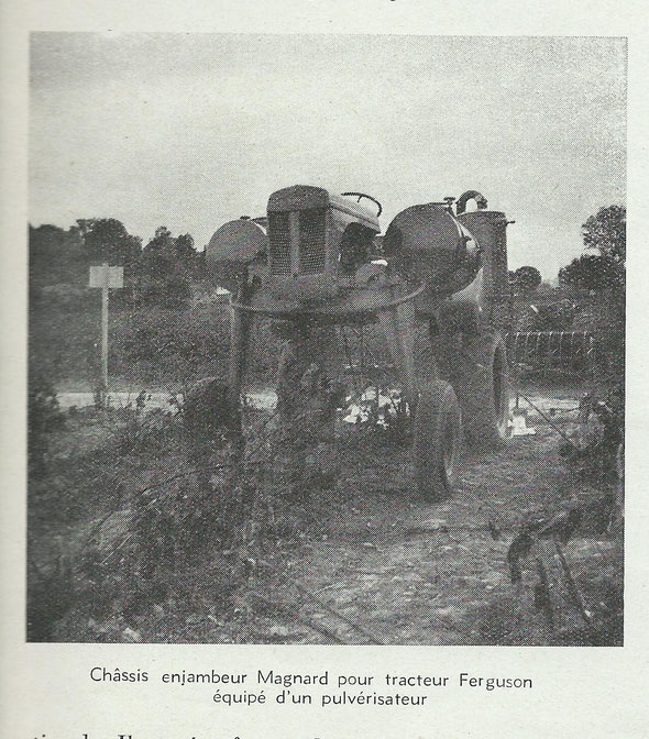 """Photo extraite de la revue """"Motorisation agricole"""" d'octobre 1952 à la 4ème démonstration de motoviticulture à Lavalette à Montpellier ."""