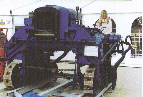 Tracteur Georges Vidal exposé à Dionysud par l'association Lou Rec association pour la sauvegarde du  matériel agricole et viticole ancien.