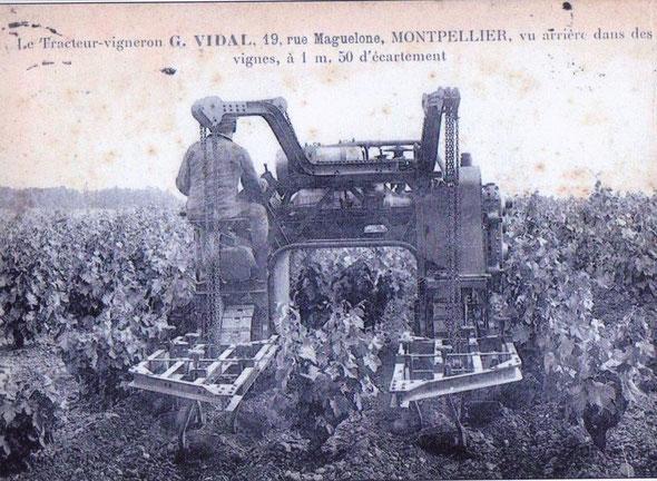 Une seconde carte postale du tracteur Georges Vidal vue arrière légèrement différente de la précédente.