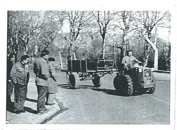Tracteur Le Vini avec les roues à Agde .