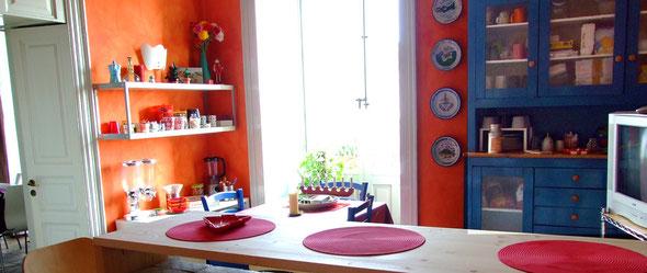 Cucina, zona colazione b&b Banca catania, luce e colore