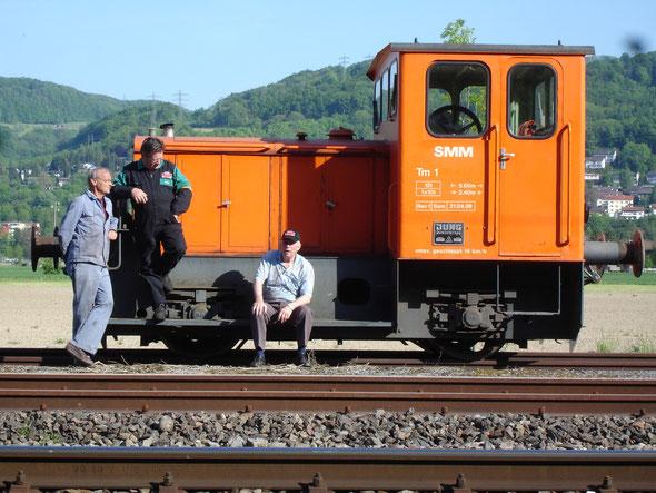 warten auf den ausergewönlichen SchienenTransport nach Full