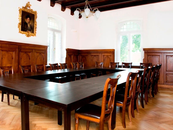 Tagungsraum für maximal  24 Teilnehmer (Block oder Parlament)