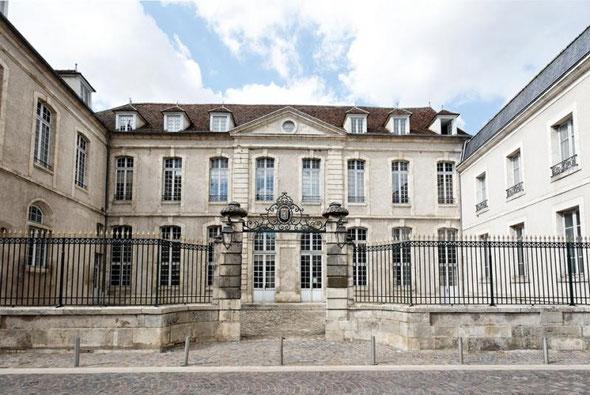 Médiathèque François Mitterrand - rue Jean Jaurès - 58500 Clamecy