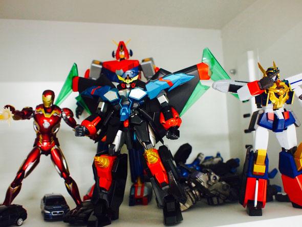 オフィスにはたくさんのロボットたちが展示。実際の関節の動きなどが参考になるらしい。