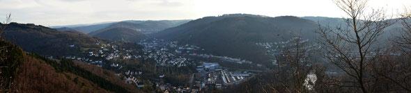 Blick vom Wixberg auf Altena (anklicken zum Vergrößern)