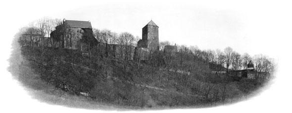 Die Burg Altena um 1900 mit dem Glockturm (rechts)