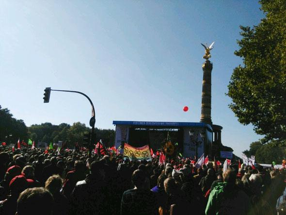 250.000 Menschen demonstrierten am 10. Oktober 2015 in Berlin gegen TTIP. Auch das Linke Bündnis Haßberge war dabei.