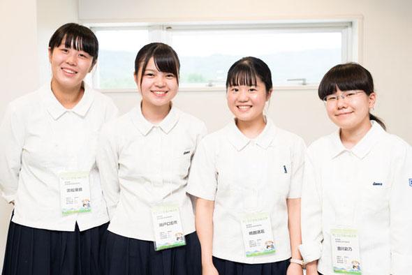 左から 濱松汐音さん、瀬戸口息吹さん、嶋田清花さん、出川彩乃さん(3年)