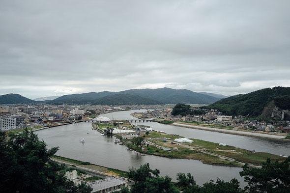 日和山山頂から石巻の中心市街地を臨む