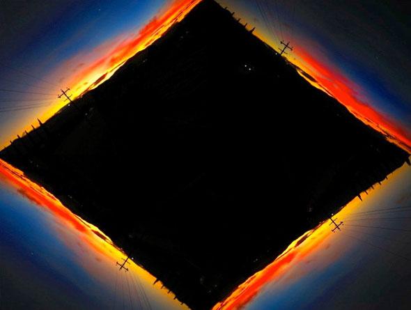 「自分の町Athertonから眺める夕日」赤く青く燃えている