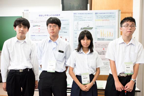 左から 丸山孝浩くん(2年)、小川健太くん(3年)、矢野志織さん(3年)、角田優くん(3年)