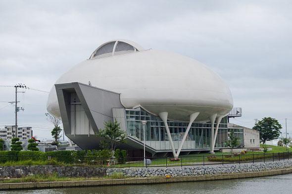 石ノ森章太郎の原案を元に建築された石ノ森萬画館