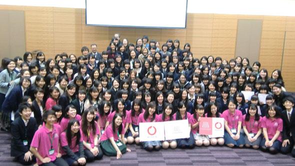 「女子高校生未来会議」(2013/12/26)。参加者は、約130人。参加者も女子高校生なら、企画、宣伝、運営もすべて女子高校生という会議です。