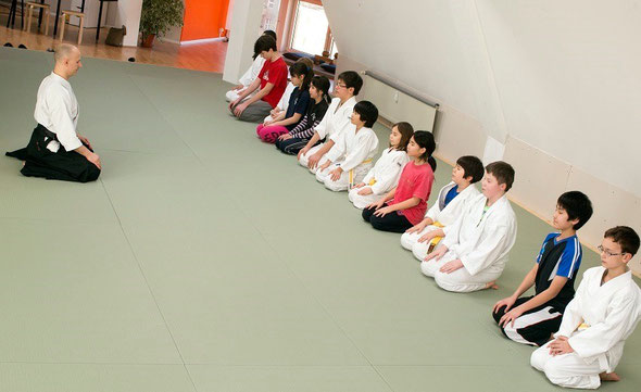 Meditation before kid's practice