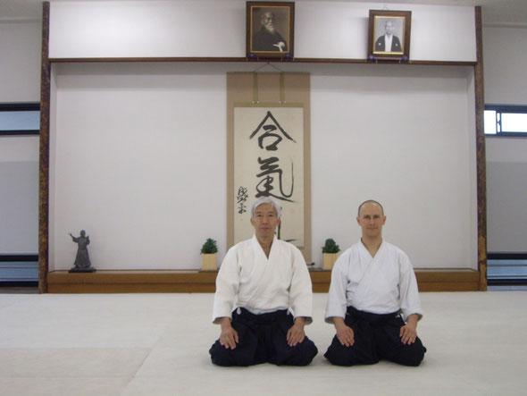 Max Seinsch with Dōshu Moriteru Ueshiba at AIkikai Honbu Dōjō, Tōkyō