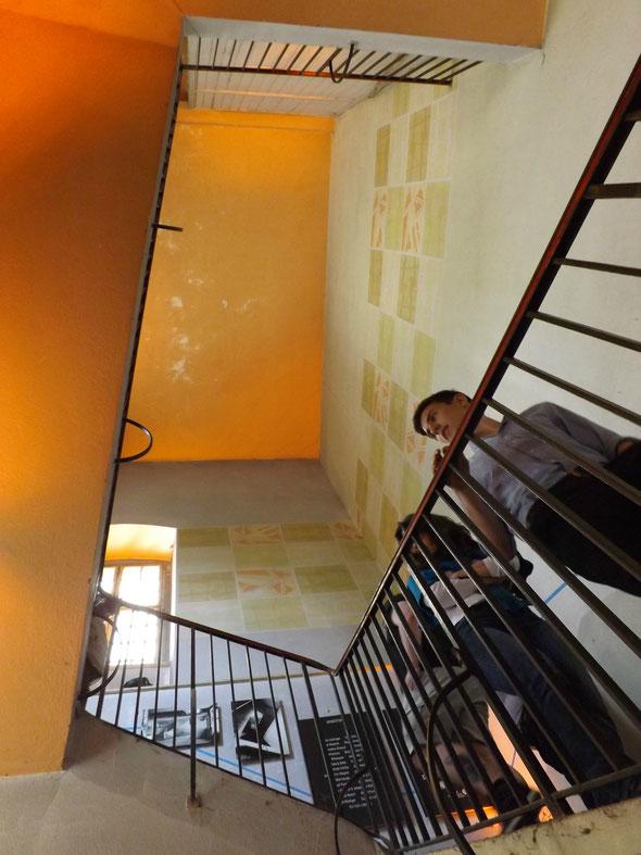 Ein geniales Treppenhaus - man beachte das Muster an der Wand.