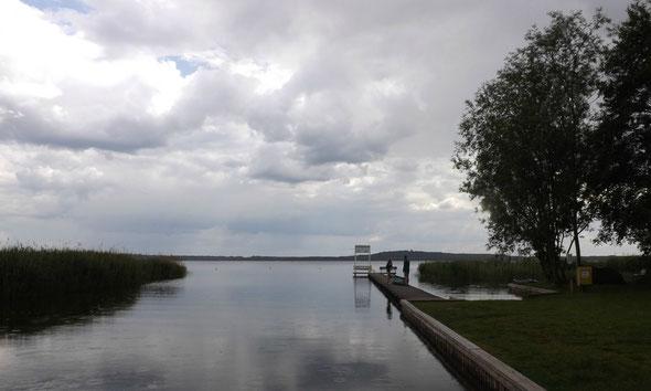 Der Wolziger See ist bei beginnendem Nieselregen besonders schön.
