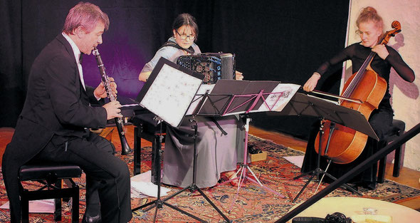 La Jalousie – Sven Bachmann (Klarinette), Sabine Bachmann-Frey (Akkordeon), Marina Brodbeck (Cello) im Kornhauskeller Frick 2019, IA