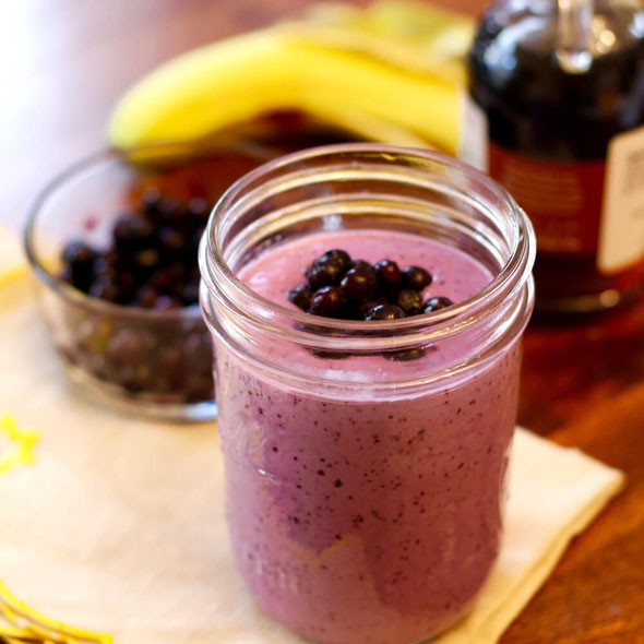Mix up a blueberry peanut butter smoothie for an easy, on-the-go healthy breakfast recipe! This blueberry protein shake boasts 22 grams of natural protein from peanut butter, milk, and Greek yogurt. #smoothie #healthybreakfast #onthego #protein #easymeals