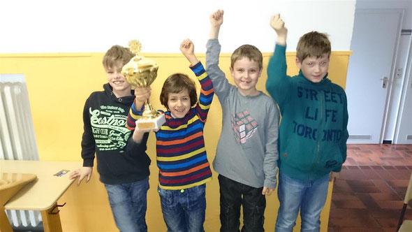 So sehen stolze Jungs aus! Bravo Jordi, Liam, Niklas und Henk! Das habt ihr toll gemacht!