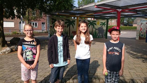 Unsere neuen, stolzen Klassensprecher: Jana-Marie, Paul, Leoni und Joel.