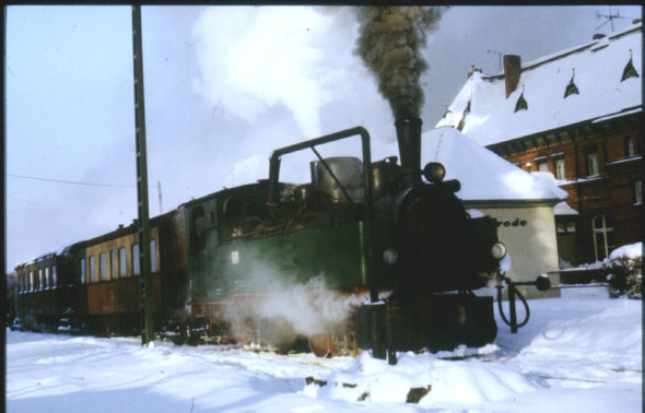 Gernrode / Harz; 06.01.1985; Personenzug mit 99 5910 (NWE 11)