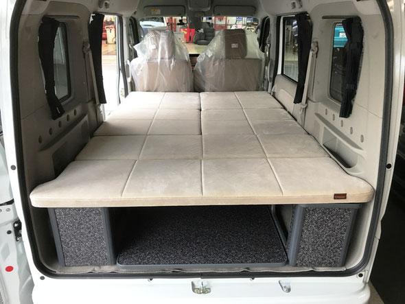 エブリィ、軽ボックスにベッドキット 日産NV100