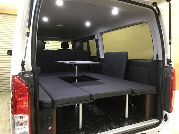 ハイエースに両面跳ね上げベッドを取付けました。車中泊に最適!