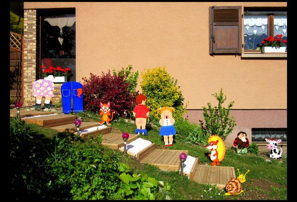 Nouvelles figurines d' été la petite fille , le garçon qui fait pipi , le chat et le hérisson