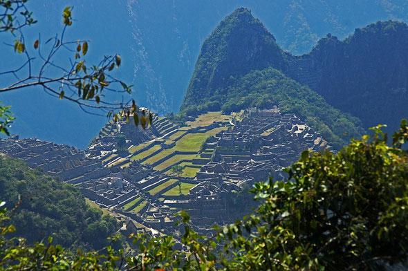 unser erster Blick auf Machu Picco