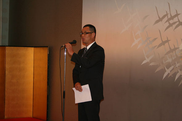観月会が始まりました。和気会長の挨拶です。