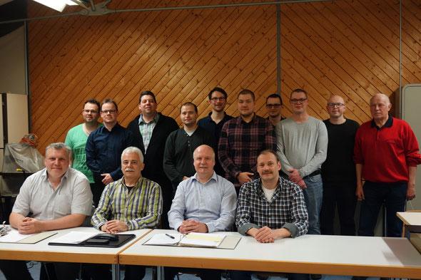 Der Vorstand. Am Tisch J. Hübner, A. Kreher, A. Keller und C. Höreth. Stehend: S. Bender, S. Dieter, S. Rupprecht, A. Maucec, D. Rauschenberger, T. Krapp, M. Steigerwald, J. Bohland, A. Reining, W. Geißler