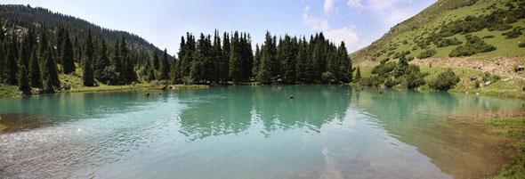 озеро в горах рядом с Иссыкулем
