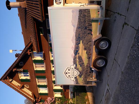 Hans beim vakuumieren beim Metzger in Oberuzwil