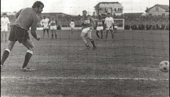 8/2/1970 : 32e de coupe de France à Alès, Nîmes Olympique - Marseille : 1-0 but Scherer sur pénalty dans la prolongation